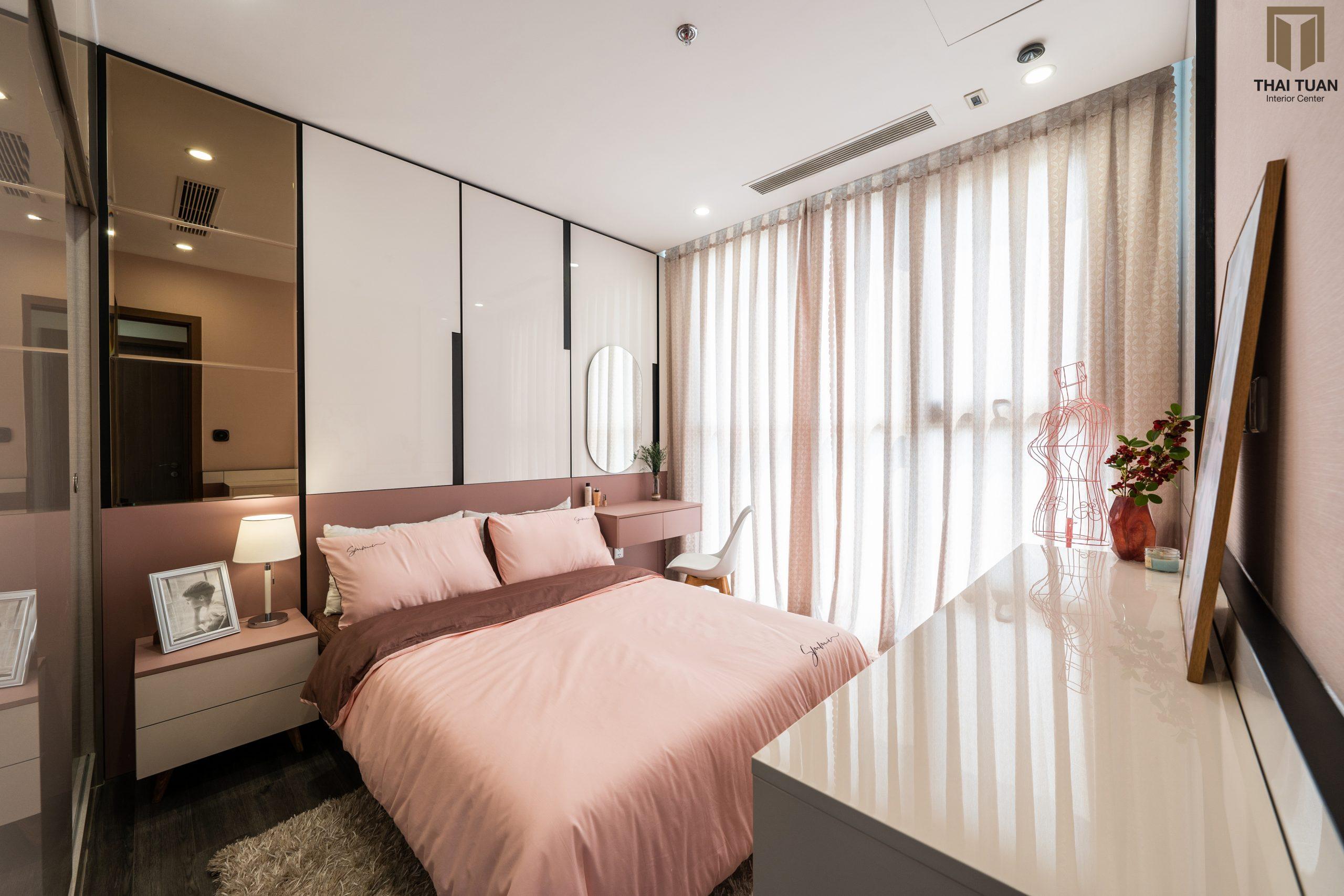 Điểm nhấn là phòng ngủ với sắc hồng nữ tính