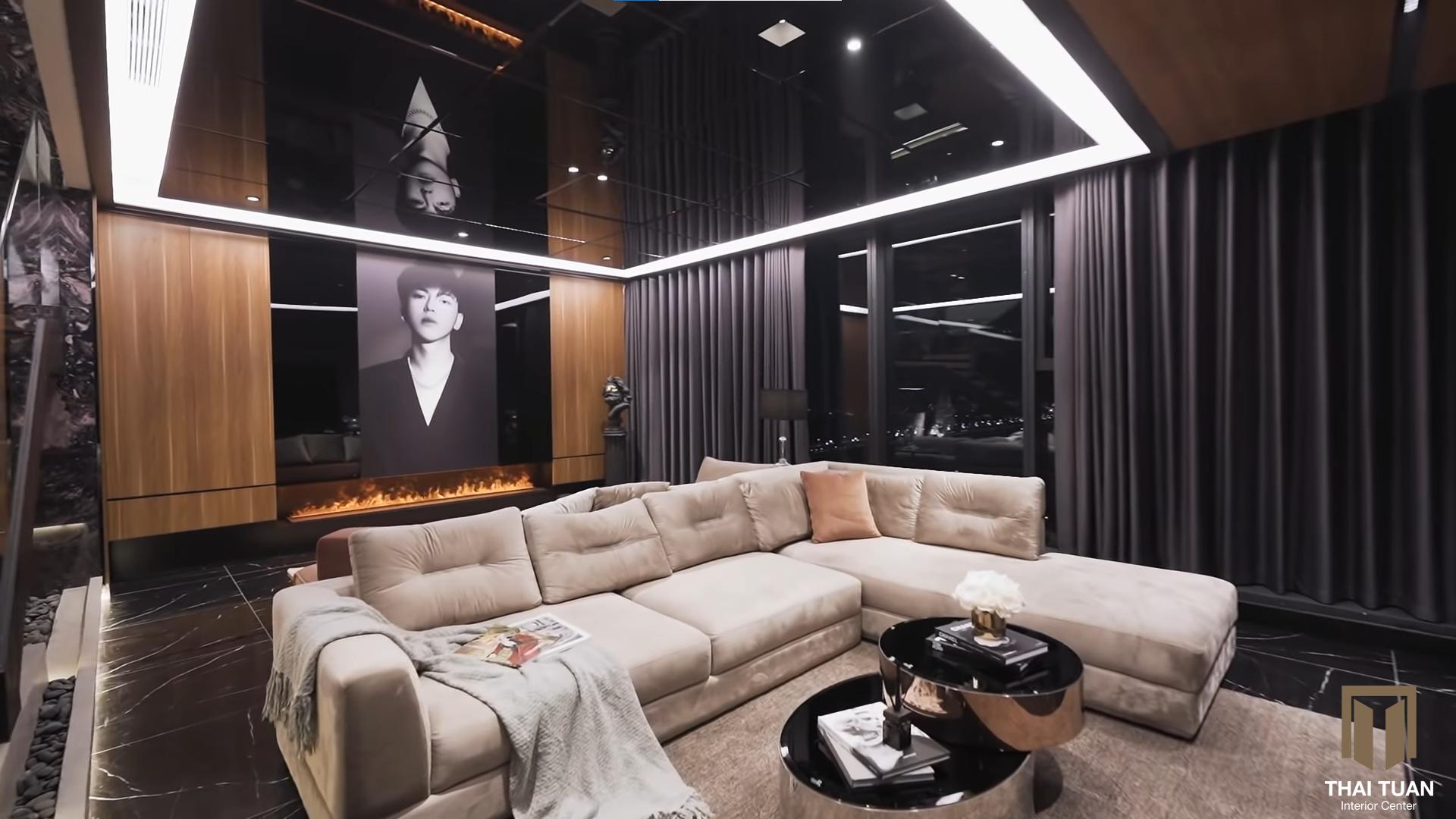 Phòng khách với điểm nhấn sofa sáng màu