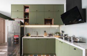Tủ bếp bề mặt laminate sơn xanh lá mạ lộ vân gỗ