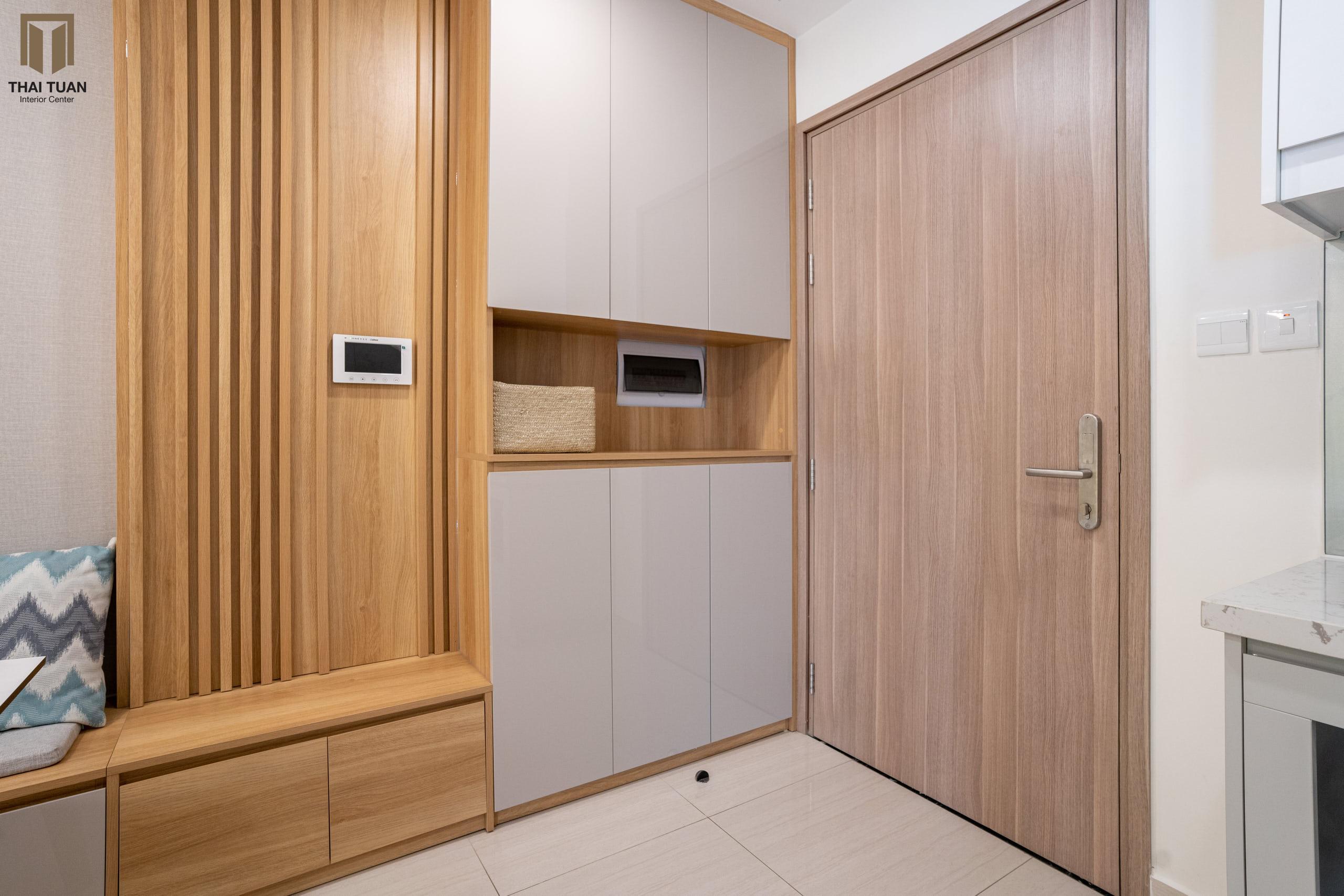 Sảnh vào nhà được thiết kế để có thể ngồi, lưu trữ đồ hợp lí