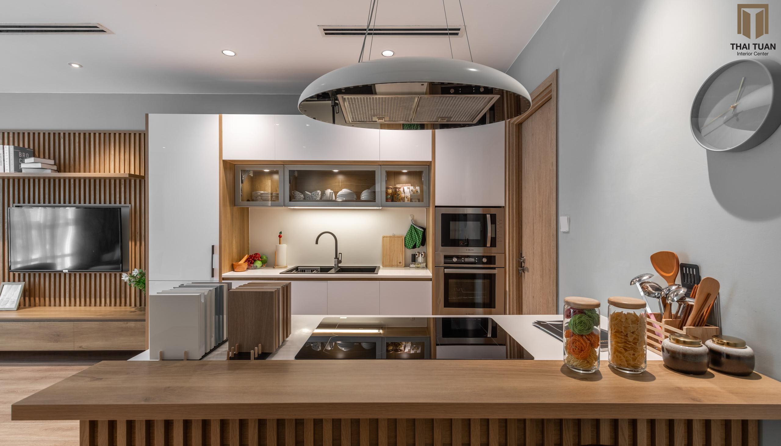 Căn bếp được trang bị những thiết bị bếp nhập khẩu từ Châu Âu