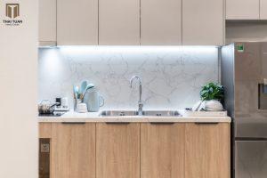 Tủ bếp bề mặt Laminate gỗ tự nhiên