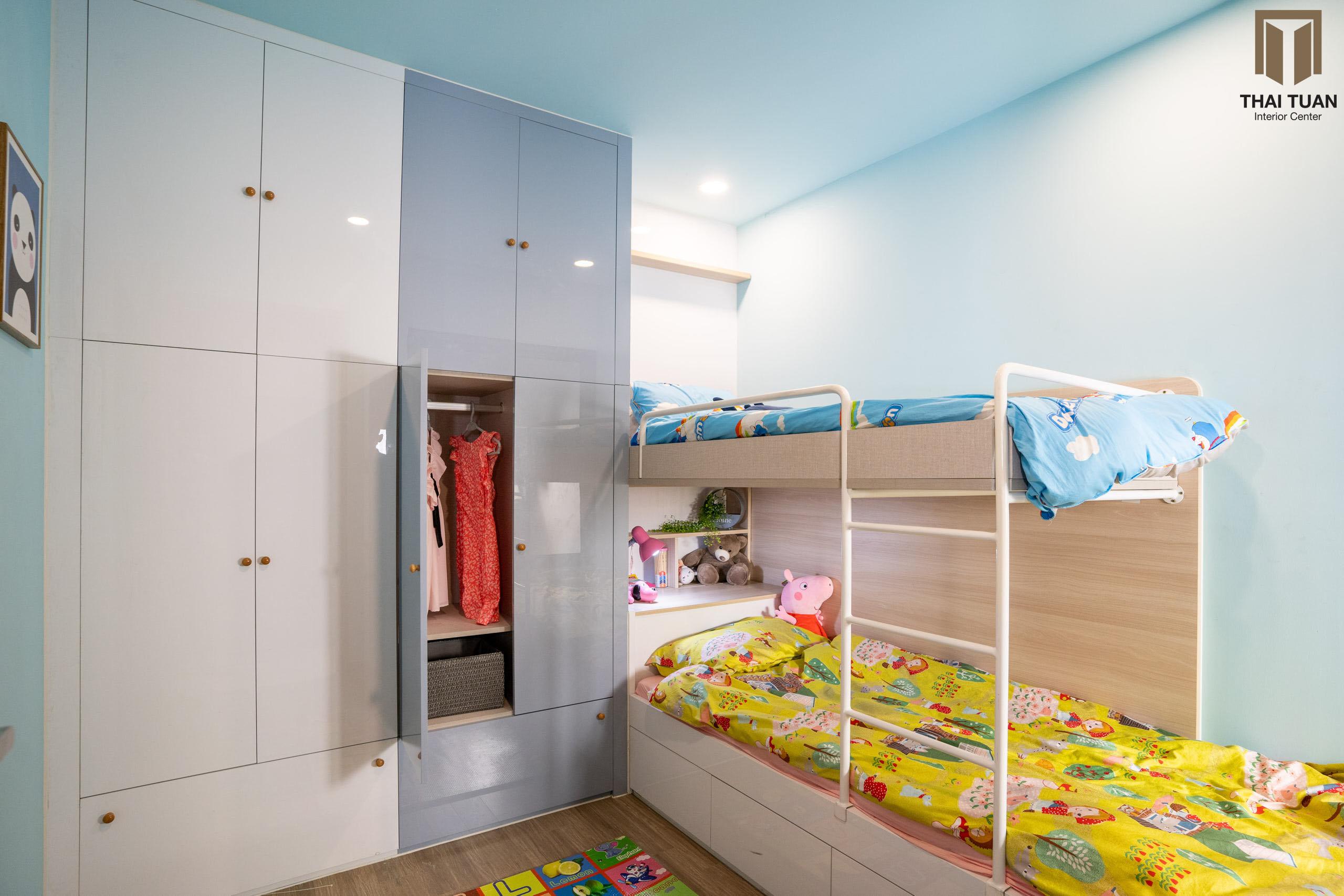 Thiết kế đồng màu cho bề mặt từ phòng khách, bếp đến phòng ngủ tạo nên sự hài hòa trong không gian